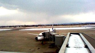 【空港情報】 今朝の米子空港は、昨日からの雪が残っていますが...