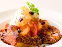 〔今月のイチオシ〕カラメルとりんごのフレンチトースト 800円