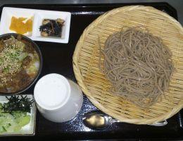 〔今月のイチオシ〕蕎麦とミニ牛丼定食 (冷or温そば) 1,080円